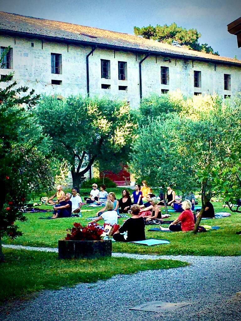 Real Events: A piedi nudi nel parco di Villa Iachia